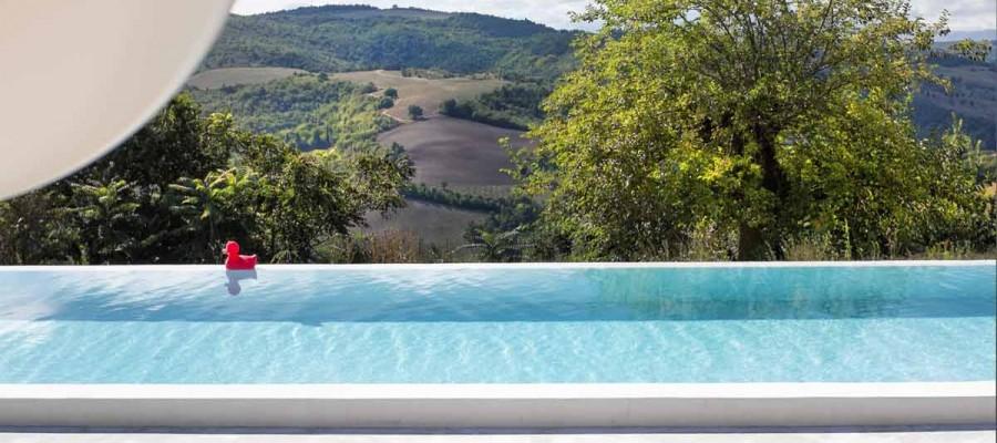 camattei-luxe-design-villa-vakantiehuis-Italië-Toscane-Marche-Architectuur-zwembad-met-afloop