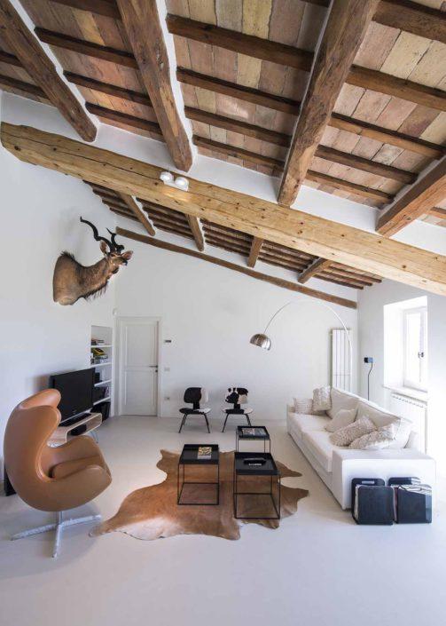 camattei-luxe-design-villa-vakantiewoning-vakantiehuis-italie-Toscane-Marche-design-woonkamer