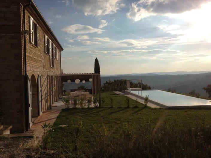 camattei-luxe-design-villa-vakantiewoning-vakantiehuis-italie-Toscane-Marche-tuin-met-zwembad