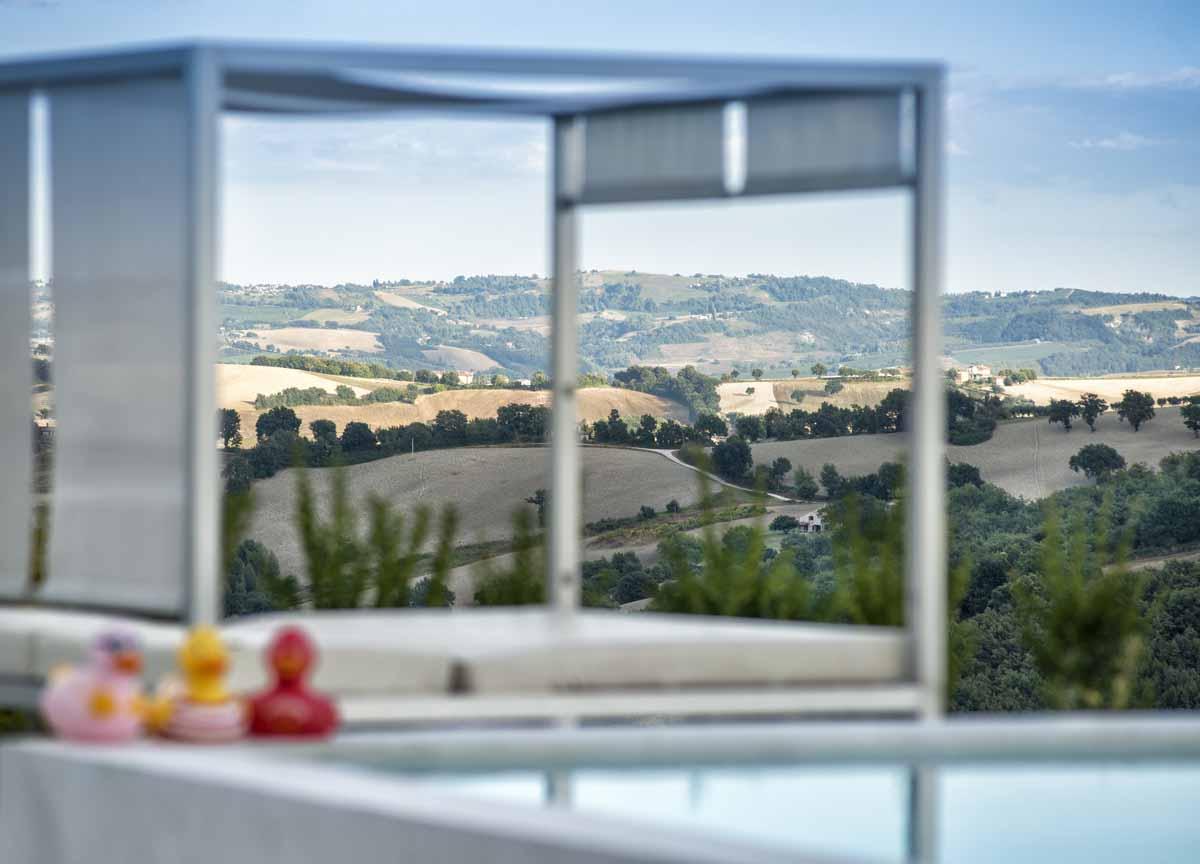 camattei-luxe-design-villa-vakantiehuis-Italie-Toscane-Marche-tuinbed
