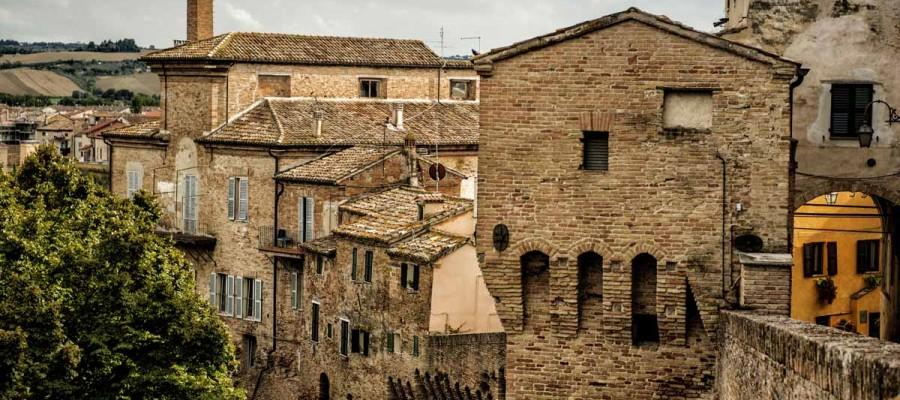 camattei-luxe-design-villa-vakantiehuis-Italië-Toscane-Marche-Locatie-pergola-stad