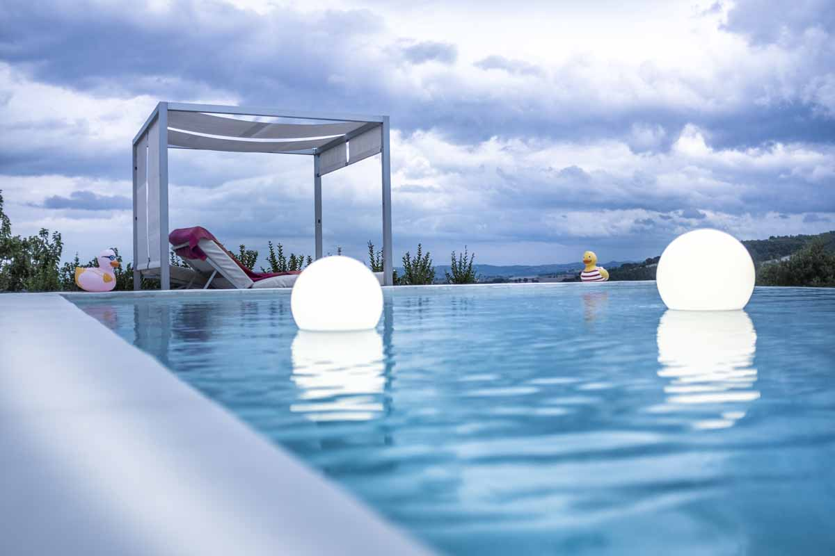 camattei-luxury-design-villa-Holidayhome-holiday-Italy-Toscany-Marche-accomodation-pool