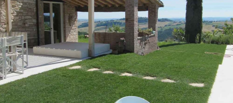 camattei-luxury-design-villa-holidayhome-holiday-Italy-Toscany-Marche-reservation-garden-path